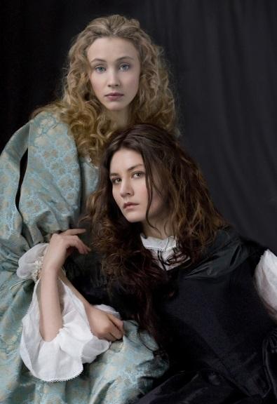 Sarah Gadon y Malin Buska en The Girl King